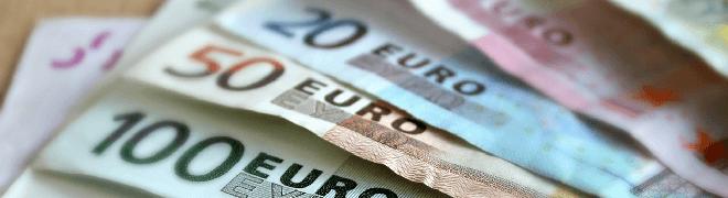 Euro Scheine auf dem Tisch